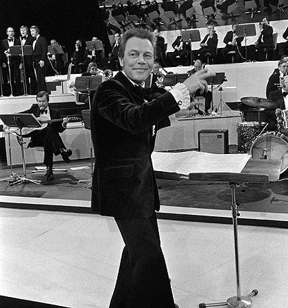 Bert Kaempfert & His Orchestra* Bert Kaempfert And His Orchestra - Living It Up!