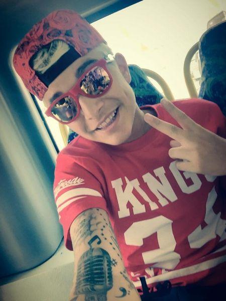 Fotos do MC Livinho pelado (Sem camisa) - Videos gay